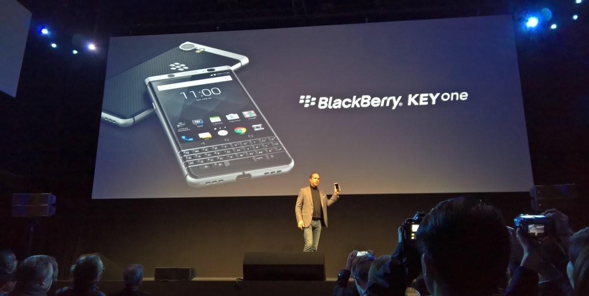 Nuovo BlackBerry KEYone, tastiera fisica e Android 7.1 HTNovo