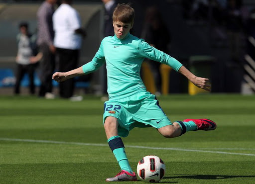 Justin Bieber trains with Barcelona: Is there anything he can't do?