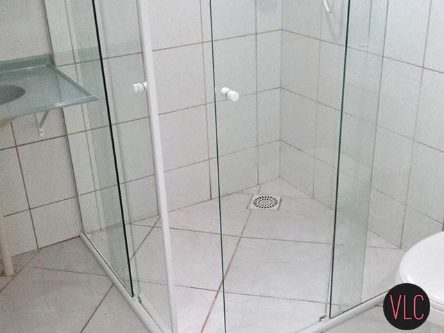 Box de vidro limpo com detergente