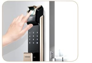 Sử dụng Khóa cửa điện tử bảo vệ Showroom, văn phòng công ty