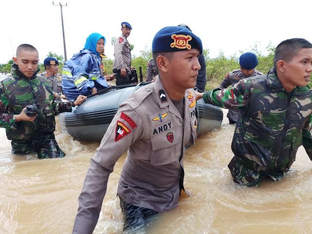 Ssttt… Ada Caleg Kampanye di Tengah Banjir Perumnas Antang, Bawaslu Turun Tangan