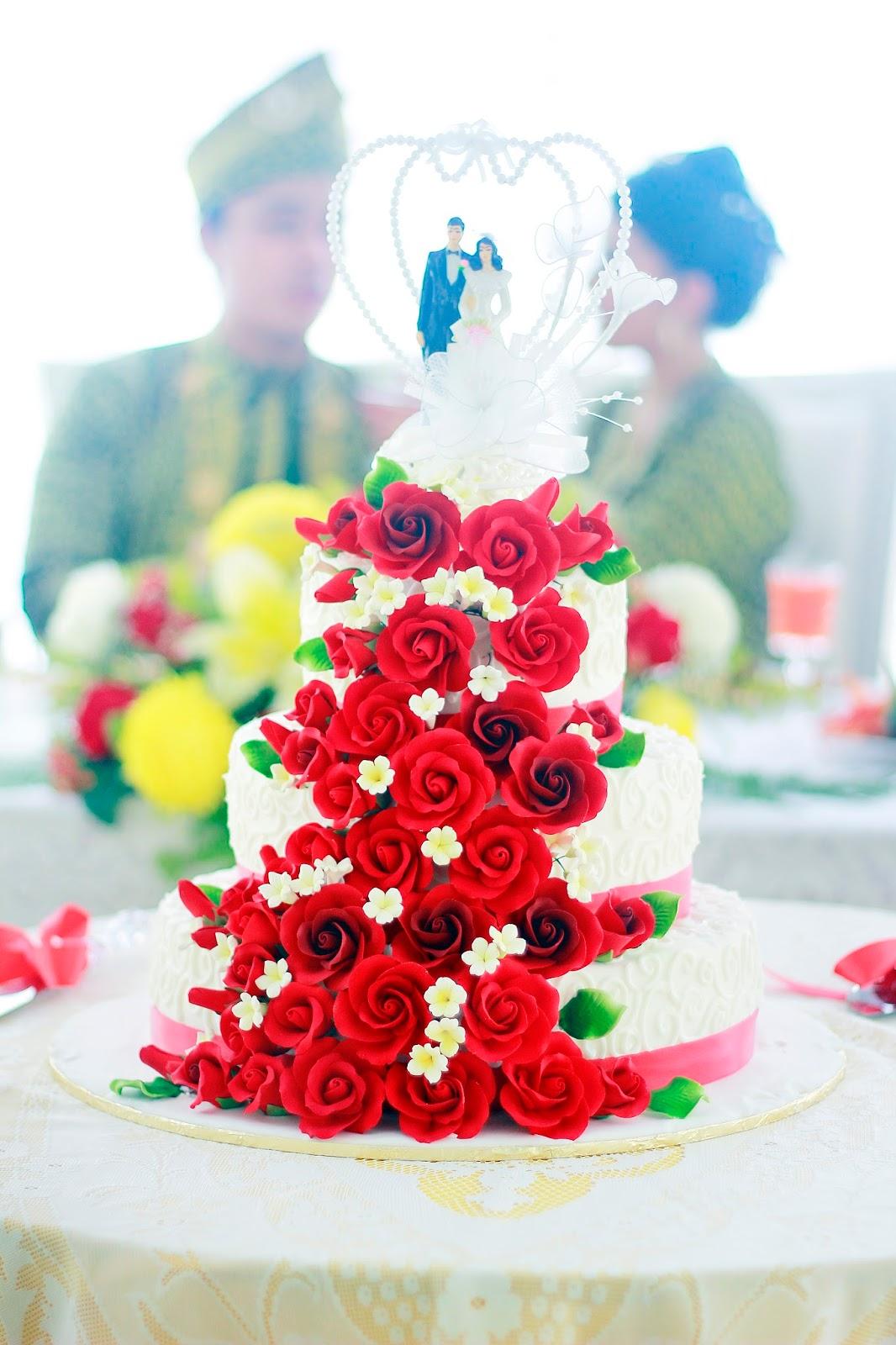 Tempahan Kek Perkahwinan yang Cantik dan Sedap