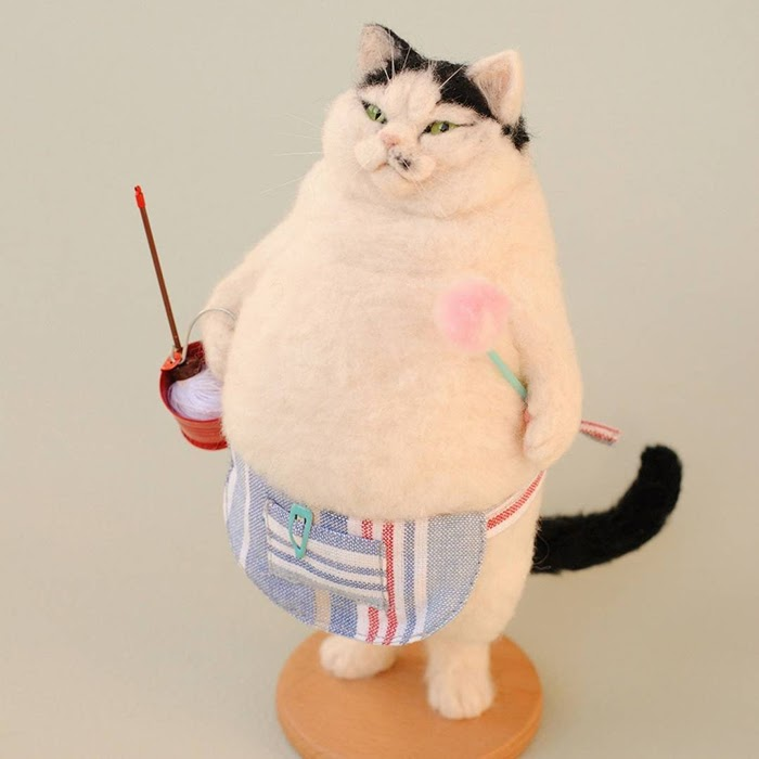 02-Chef-Cat-Miru-Felting-Wool-Animals-www-designstack-co