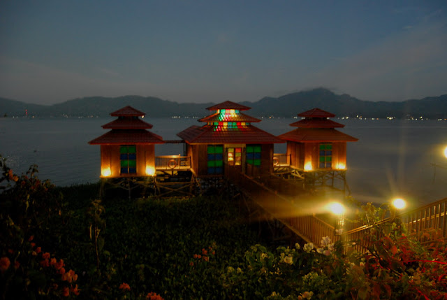 Rumah Apung Danau Tondano