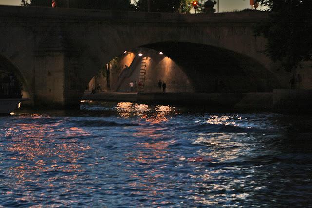 The River Seine. Paris. Night. Набережная Сены. Париж. Ночь.