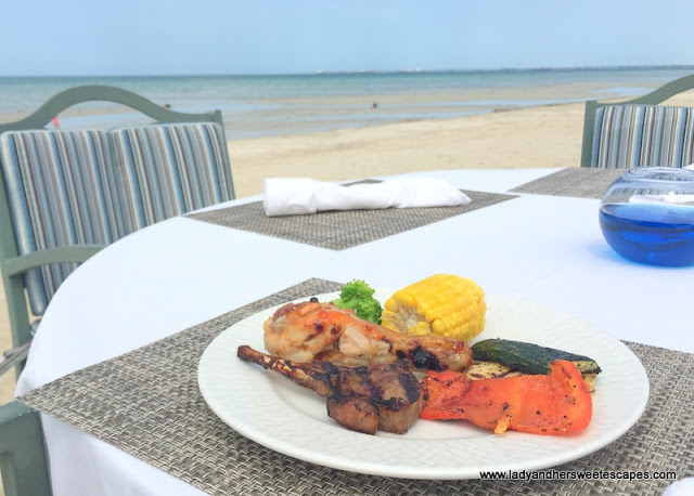Danat Jebel Dhanna lunch by the beach