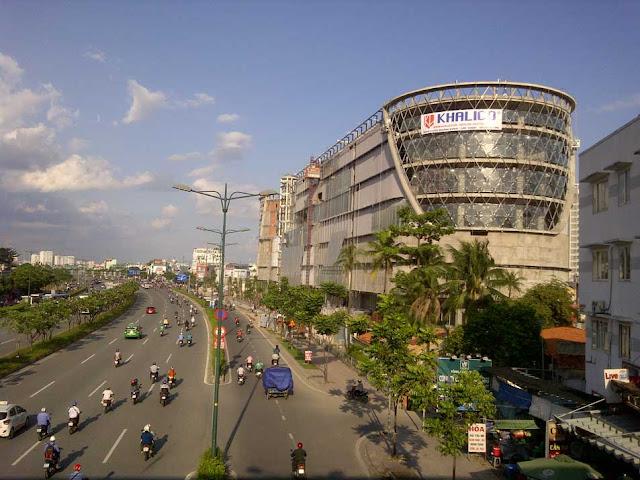 Giga Mall đường PHạm Văn Đồng