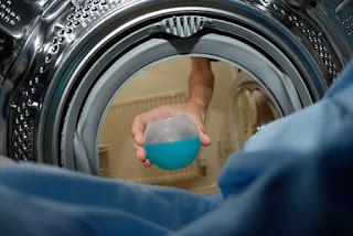Cara Merawat dan Mencuci Jas Hujan Agar Bebas Dari Bau Dan Berjamur