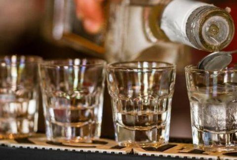 Προσοχή - Δεν είναι φάρσα: Μισθός 20.000 λίρες για να πίνεις τζιν! Η καλύτερη δουλειά στον κόσμο...
