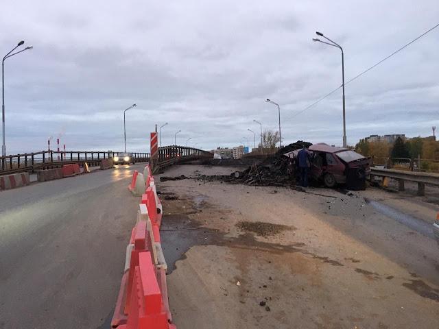 В Башкирии ВАЗ-2114 влетел в гору асфальта:водитель погиб