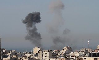اسرائيل تقصف بغزة وهناك جرحا وشهيد واحد ..