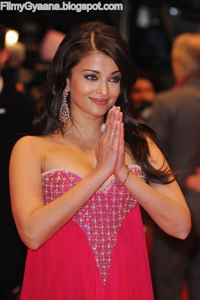 Aishwarya Rai Bachchan off shoulder dress photo