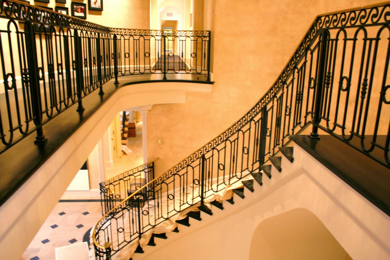 Styles and Designs of Stair Railing Ideas