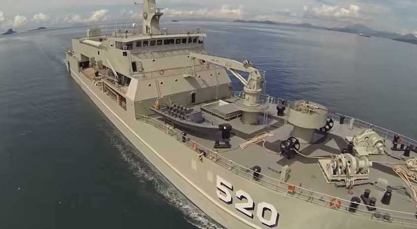 Gambar kapal perang tangguh TNI AL Teluk Bintuni-520