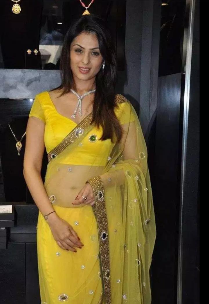 Indian Glamour World: Spicy Aunty Anjana Sukhani Navel ...