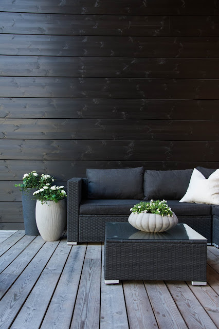 black exterior - modern outdoors inspiration