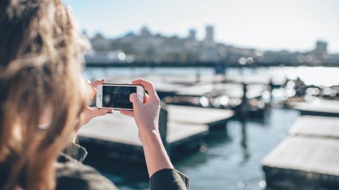 Lady do photos in San Francisco
