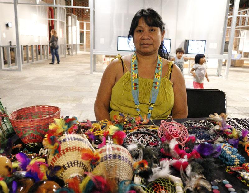 Artesã guarani jaraguense, Irene, no encontro Tepi. Foto: Marinaldo Gomes Pedrosa