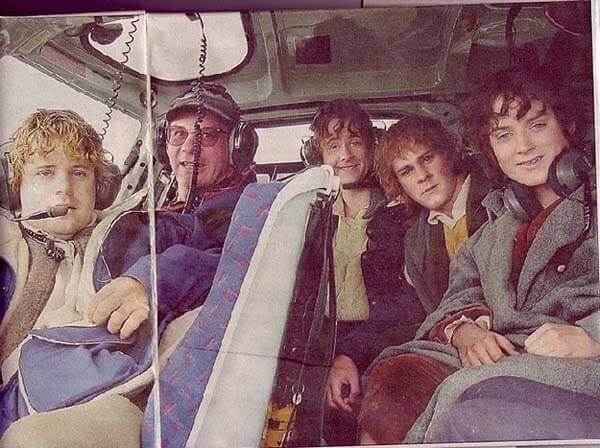 60 Iconic Behind-The-Scenes Pictures Of Actors That Underline The Difference Between Movies And Reality - Frodo's epic journey would've been much faster in a helicopter.