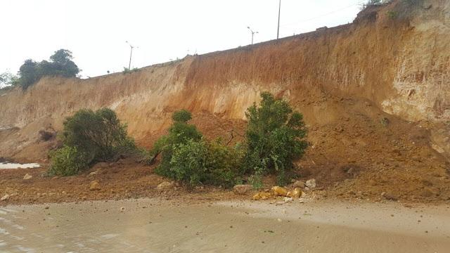 Barreira do Cabo Branco volta a deslizar por causa dos ventos e maré alta em João Pessoa