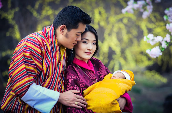 As he opened the session of parliament on Friday, 20 May 2011, the King announced his engagement to Jetsun Pema, born in Thimphu on 4 June 1990. They were married on 13 October 2011 in Punakha Dzong.