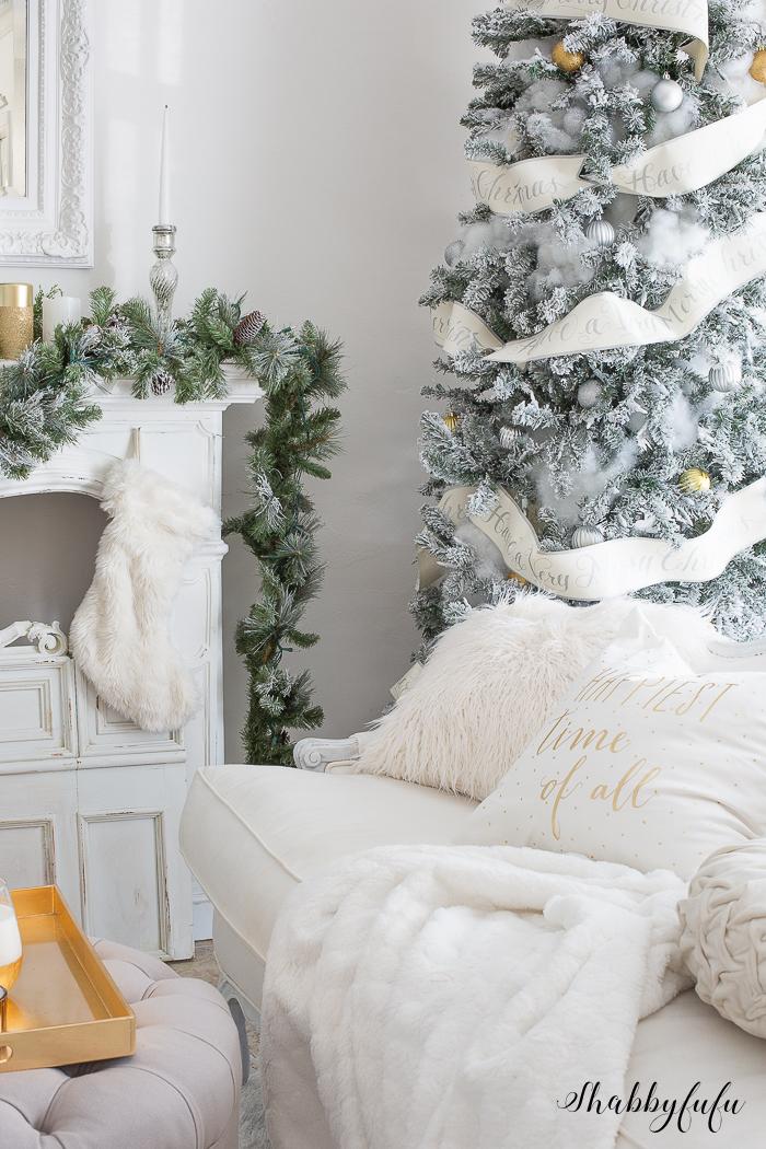 white-flocked-christmas-tree-@shabbyfufublog