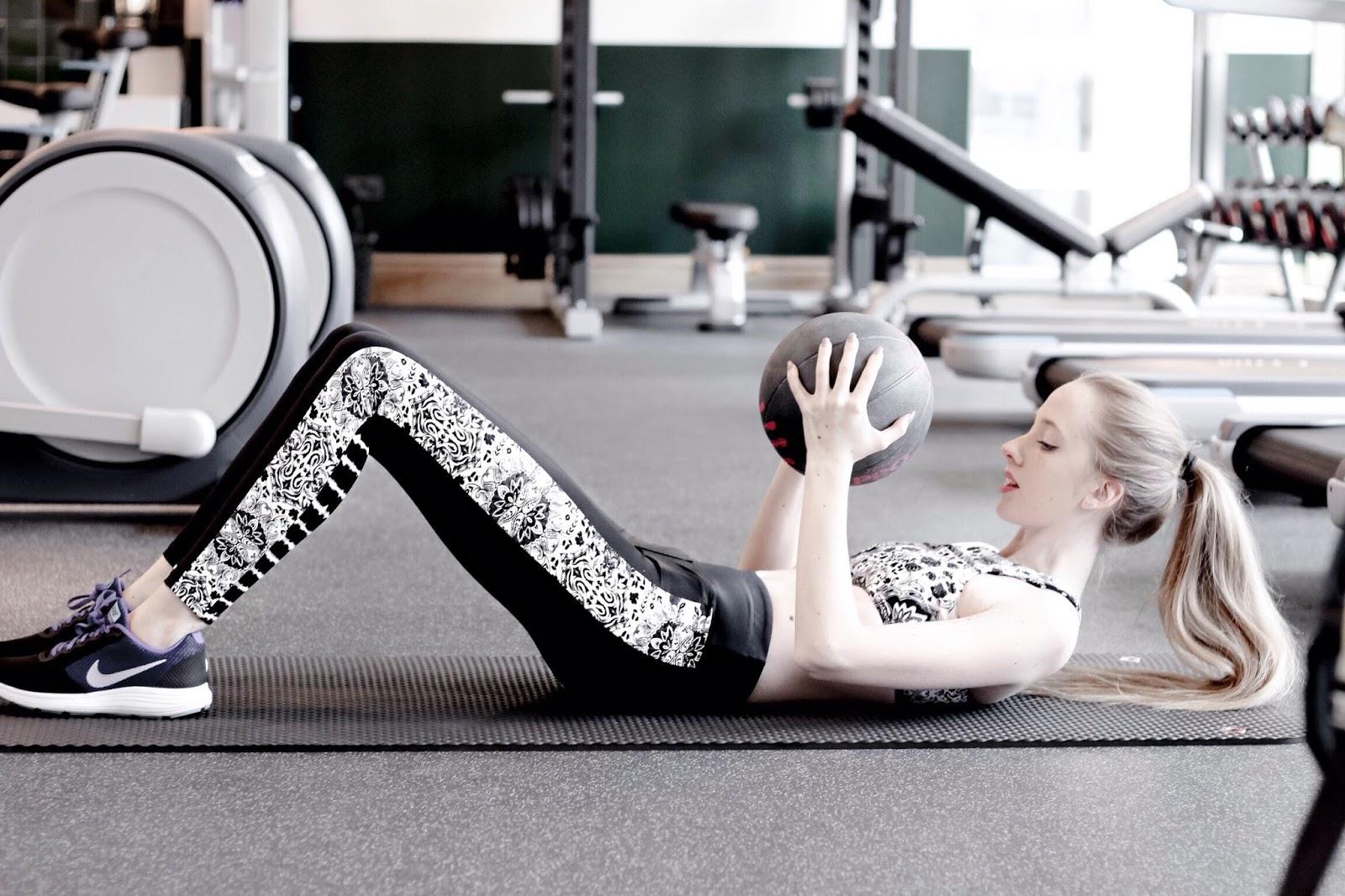 UK Fitness Blogger Gym Medicine Ball Workout