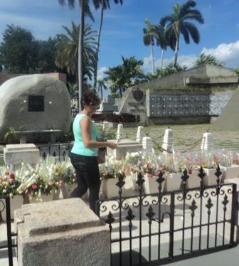 Visita al Monumento a Fidel Castro en Santa Ifigenia