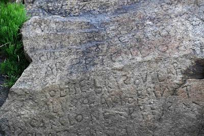Γαλλικό χωριό προσφέρει 2.000 ευρώ σε όποιον αποκρυπτογραφήσει αυτή την επιγραφή