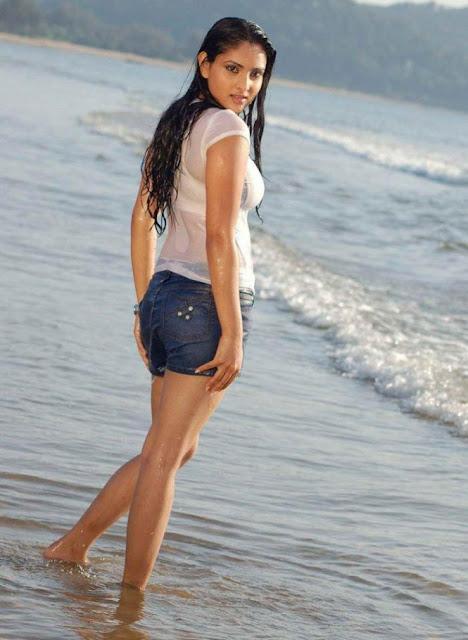 Ramya Divya Spandana Hot In Wet Bikini At Beach Hd-1911