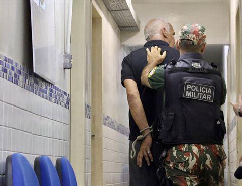 Suspeito de mostrar órgãos genitais a jovem em ônibus é detido no Recife