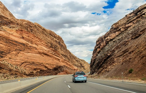 pixabay.com/en/utah-mountains-road-canyon-nature-2210504