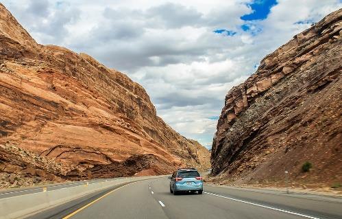pixabay.com/en/utah-mountains-road-canyon-nature-2210504
