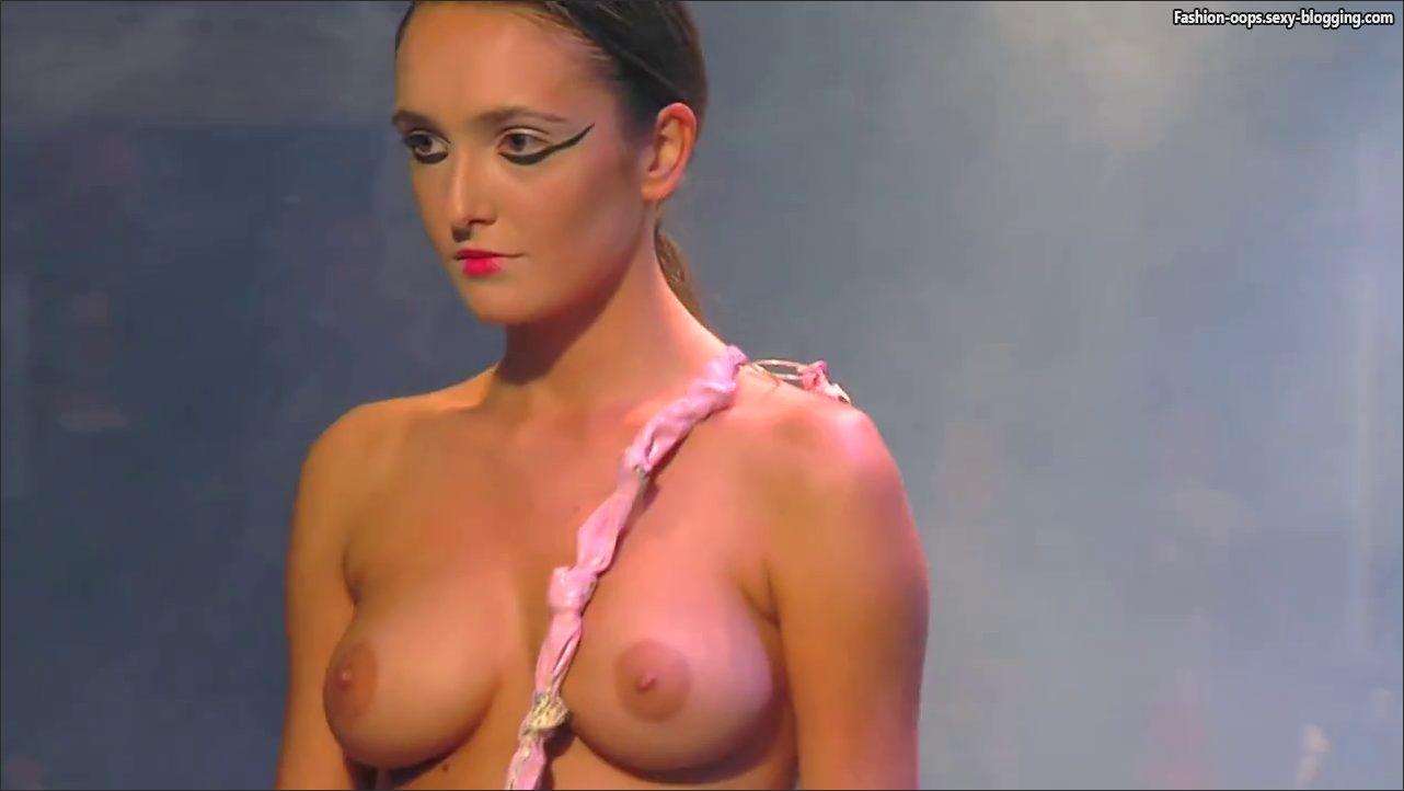 nude girl fashion show