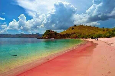 Menakjubkan, Pantai Pulau Merah Banyuwangi