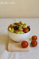 (salatka makaronowa z salami i feta