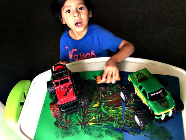 Pintando con Carritos {Actividades para Niños Pequeños}