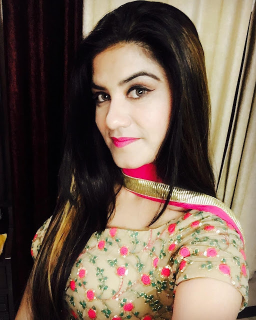 Beautiful Kaur B Selfie Images 2017 - picpile