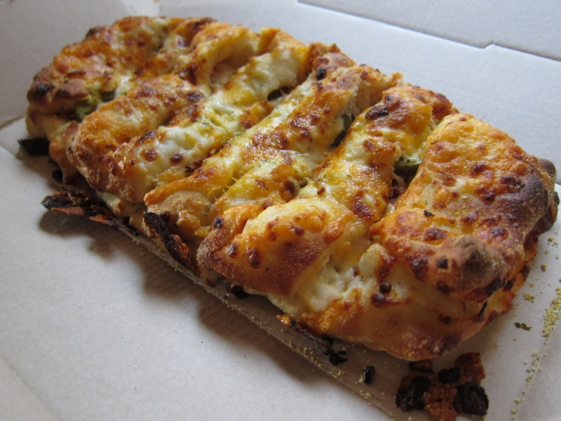 Review Domino's  Bacon And Jalapeno Stuffed Cheesy Bread