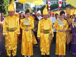 Gambar Pakaian Adat Sulawesi Utara