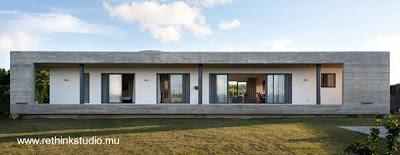 Casa residencial moderna de forma rectangular hecha de concreto