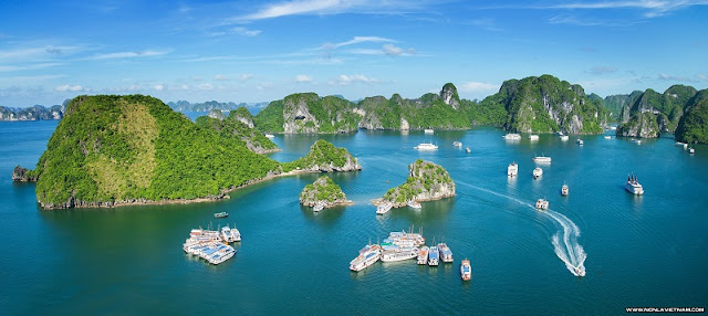 Ha Long Bay is fulfilled in your Christmas