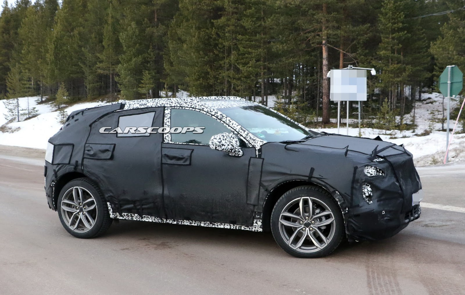 2019-Cadillac-XT3-4