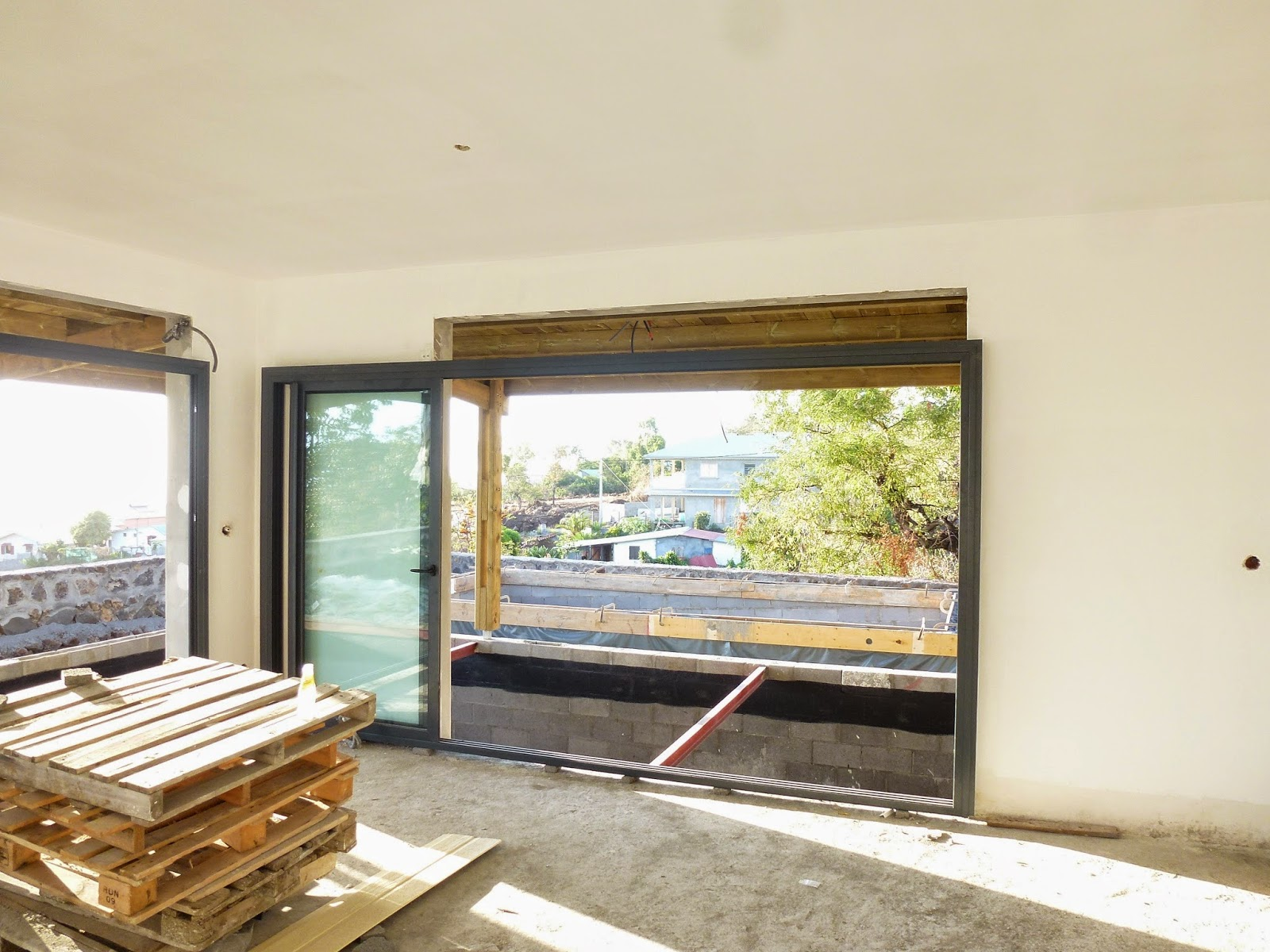 construction neuve saint leu menuiseries aluminium tape 2. Black Bedroom Furniture Sets. Home Design Ideas