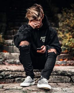 Gaya street wear dengan sneaker cowok kekinian