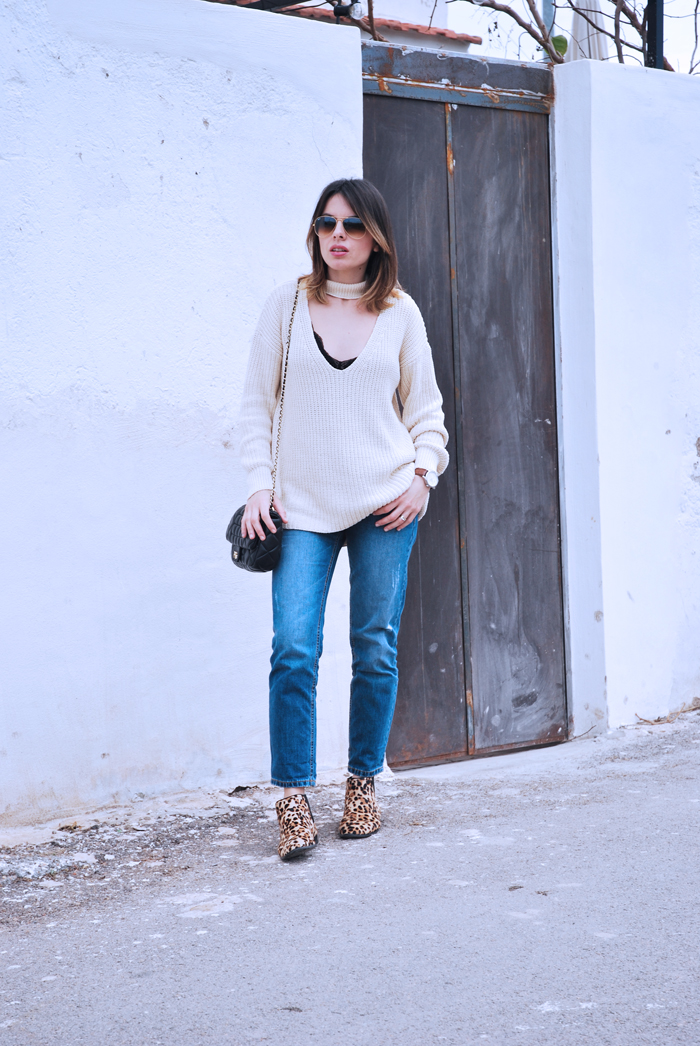 choker-jumper-and-jeans