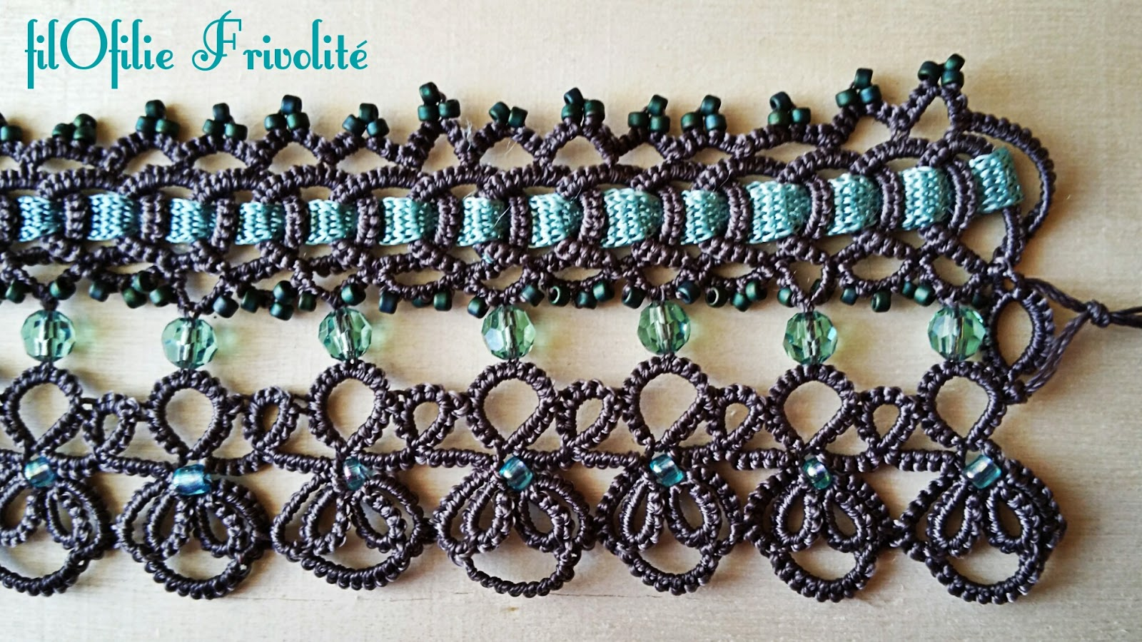 Bracelet babo en frivolit avec ruban et perles - Bracelet perle et ruban ...