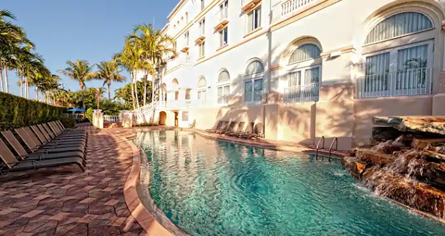 Stay at the beautiful Hilton Naples, located close to Gulf beaches, downtown Naples shopping, restaurants and more.