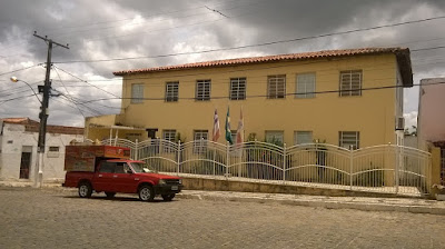 Protesto em frente a Prefeitura Municipal de Mairi