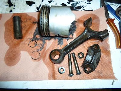 Peugeot 203 piston démonté